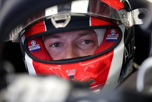 Квят не стал вставать на одно колено перед стартом Гран-при «Формулы-1»