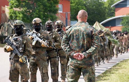В Германии начались чистки в армии