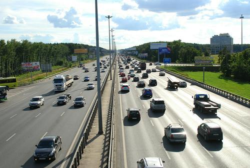 На 24-м километре МКАД в Москве ограничили движение из-за смертельного ДТП