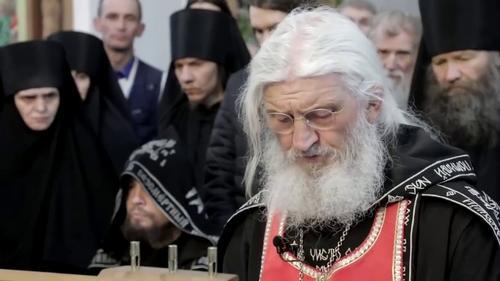 Схиигумен Сергий объявил войну руководству РПЦ и светской власти в России. Адепты монаха пообещали «стоять за него насмерть»