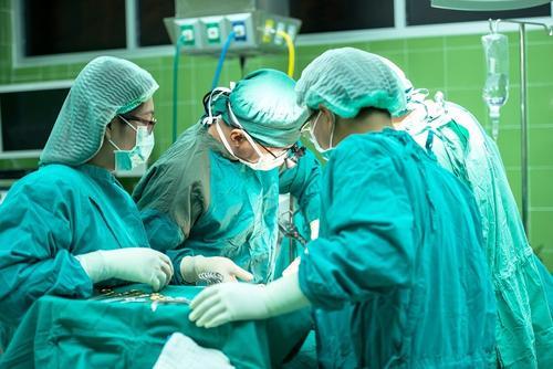 Итальянские врачи смогли успешно разделить сросшихся затылками сиамских близнецов