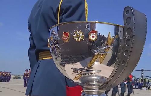 Летчикам вручили полковую чашу за Сирию