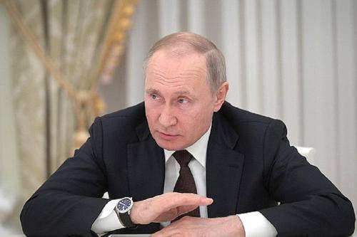 Владимир Путин дал поручение восстановить численность работающих россиян