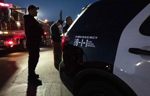 В США полицейские начали мирную забастовку против сокращения бюджета