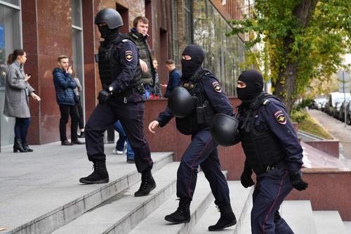 Новый день - новые обыски. Сегодня силовики пришли к организаторам митинга 15 июля против итогов голосования по поправкам