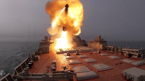 Корабли Северного флота нанесли ракетный удар по условному противнику в Баренцевом море