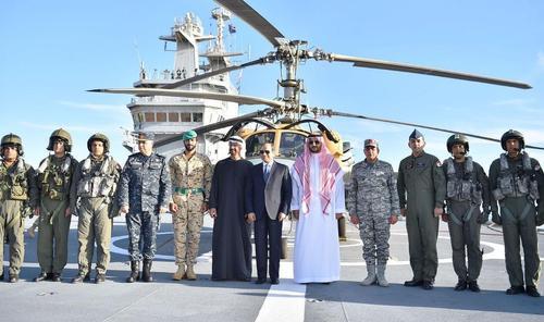 Египетские ВВС, ВМС и спецназ проводят межвидовые учения вдоль границ с Ливией