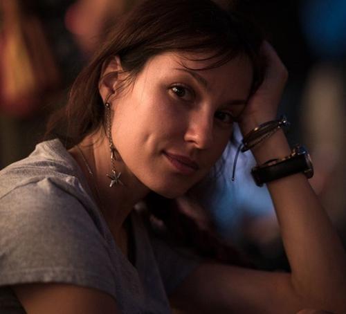 Лена Миро высмеяла «великолепных женщин» после конфликта Дакоты и Рудковской из-за «сумочки» Louis Vuitton