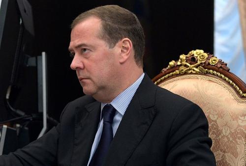 Медведев считает, что не следует «вешать всех собак» на ВОЗ