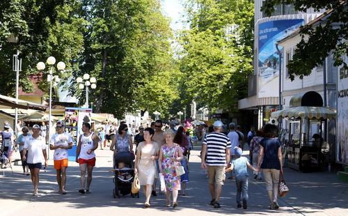 Коронавирус: почему так много отдыхающих россиян в Латвии