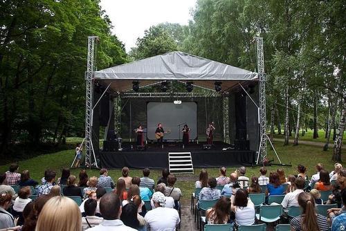 Можно ли в Латвии петь по-русски