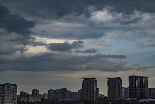 В ближайшее время в Москве ожидаются дождь, гроза и сильный ветер