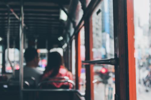 Появилось видео с врезавшимся в остановку в Москве автобусом