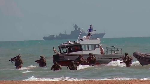Морпехи ТФ РФ прорвали противодесантную оборону противника