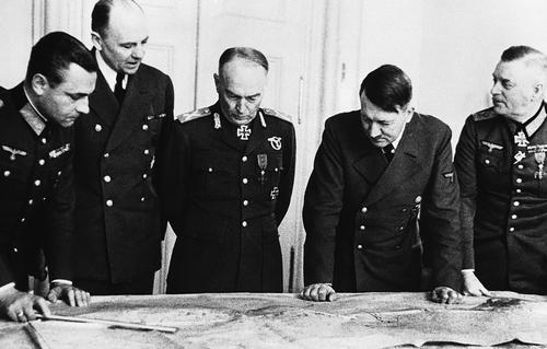 В этот день в 1940 году военное руководство Германии приступило к разработке плана нападения на СССР