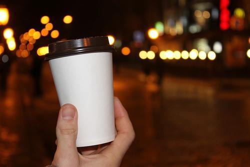 В США арестован работник кофейни, плевавший в напитки полицейских