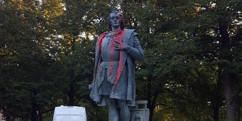 Америку открыл и больше не нужен: в Чикаго демонтировали два памятника Колумбу