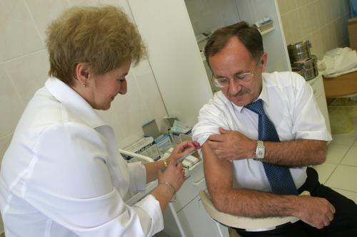 Российский вирусолог Зверев считает, что грипп осенью может угрожать здоровью серьезнее коронавируса COVID-19