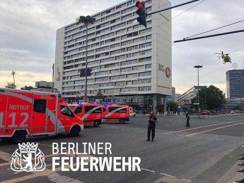 Автомобиль врезался в Берлине в воскресенье утром в группу пешеходов в районе Шарлоттенбург