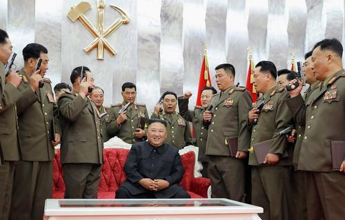 Лидер КНДР поздравил командиров народной армии с 67-м Днем Победы