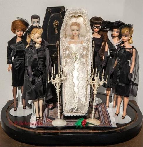 Похороны Барби: в сети появились фото пугающих наборов с известной куклой