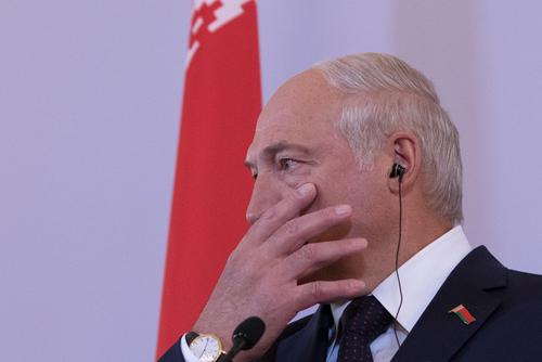 Политтехнолог сообщил о возможном онкологическом заболевании у Лукашенко