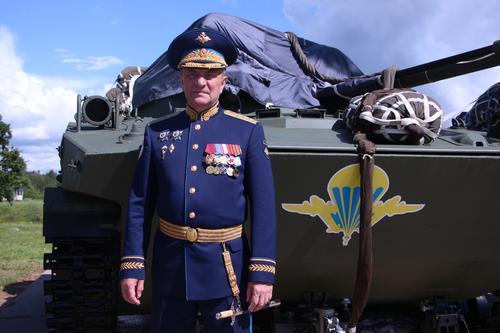 Председатель ДОСААФ России поздравил десантников с 90-летием ВДВ