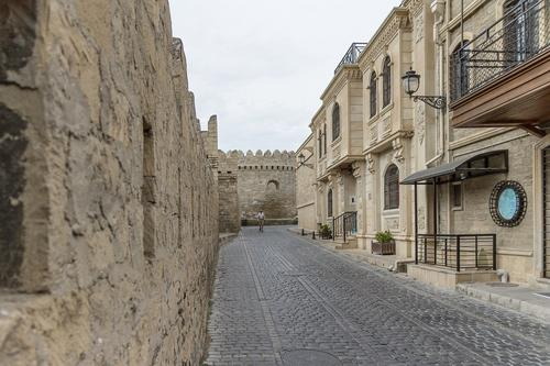 Власти Азербайджана продлили жесткий карантин в 13 городах и районах