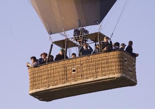 При падении воздушных шаров в США пострадали десятки человек