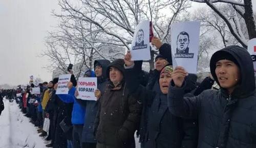 Киргизия под угрозой дефолта планирует смену элит за счёт молодёжи