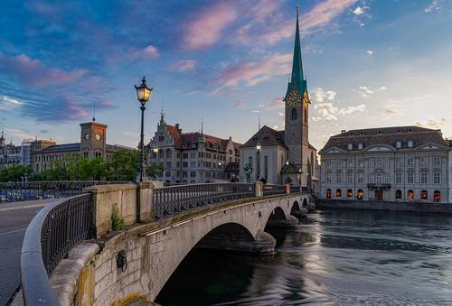 Швейцария отменила карантин для россиян