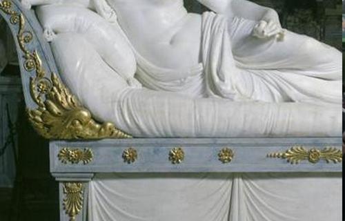 В Италии турист повредил музейную ценность во время селфи