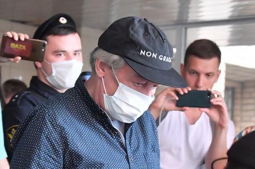 Врач, свидетельница по делу Ефремова: актер сидел на заднем сиденье машины