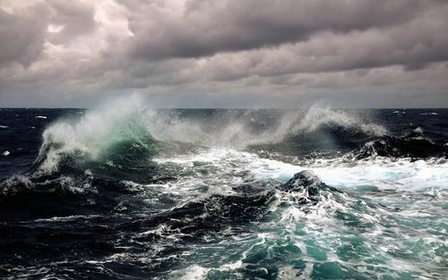 Яхта с двумя пассажирами пропала после шторма в Хабаровском крае