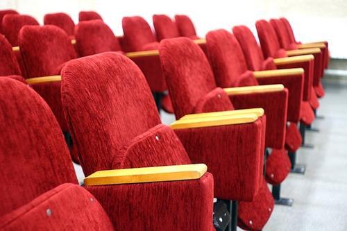 В Минкультуры разъяснили порядок рассадки семей в кино и театре