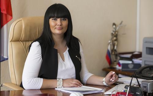 В Волгограде оперативники ФСБ задержали при получении взятки 25 млн рублей председателя райсуда
