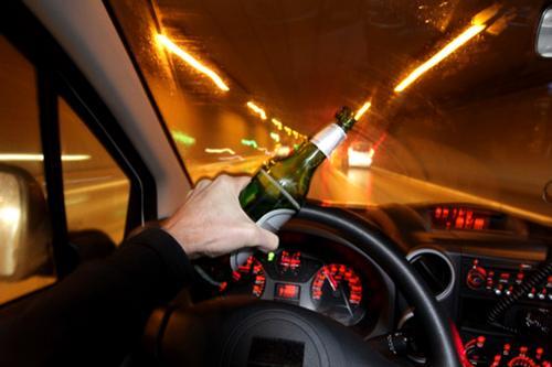 Сознательные граждане не пускали пьяного водителя за руль, они продержали его 4 часа до приезда полиции
