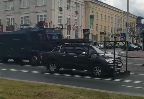 Выборы в Белоруссии: военная техника и пропускной режим на избирательных участках