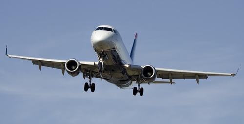 В Китае после резкого снижения и подачи экстренного сигнала приземлился самолет