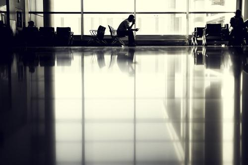 Мужчина, бросивший детей в аэропорту