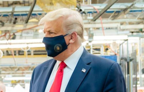 Трамп призвал прекратить политизировать COVID-19
