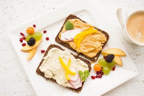 Врач-диетолог рассказала, из чего должен состоять полезный завтрак