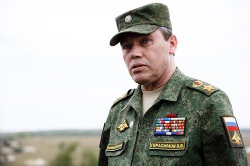 Валерий Герасимов проверяет готовность войск Южного округа