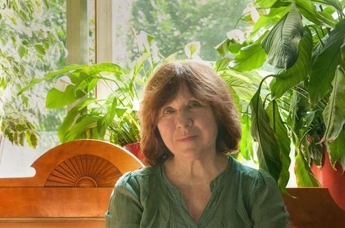 Алексиевич поделилась слухами, что в Белоруссии разгонять протесты могут сотрудники российского ОМОНа