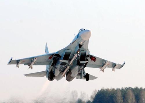 Истребитель Су-27 перехватил над Черным морем американские самолеты