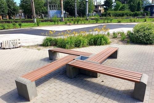 В центре Юрмалы появилась скамейка в виде свастики