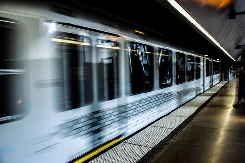 В Москве на станции «Полежаевская» Таганско-Краснопресненской линии метро на рельсы упал пассажир