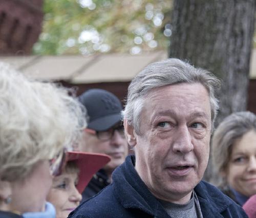 Адвокат Ефремова просит суд разрешить актеру прогулки