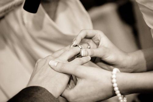 Житель Карелии едва не лишил жену жизни в годовщину свадьбы за то, что она его не поздравила