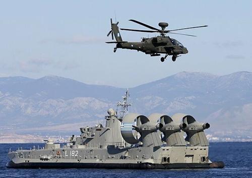 Турция и Греция проводят военно-морские маневры, на которых учатся бить друг друга